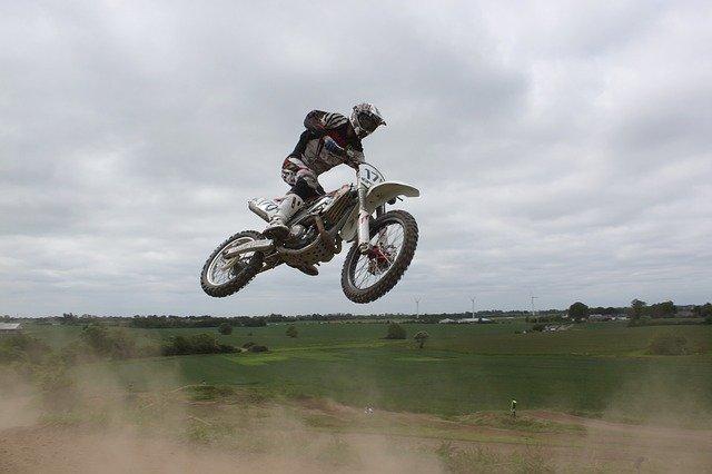 Le moto-cross: un sport dangereux?